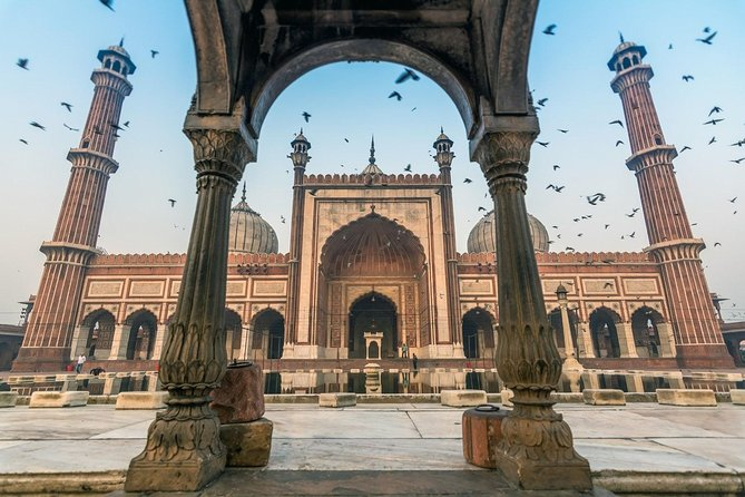 6 Hours: Delhi Temples and Spiritual Sites Tour