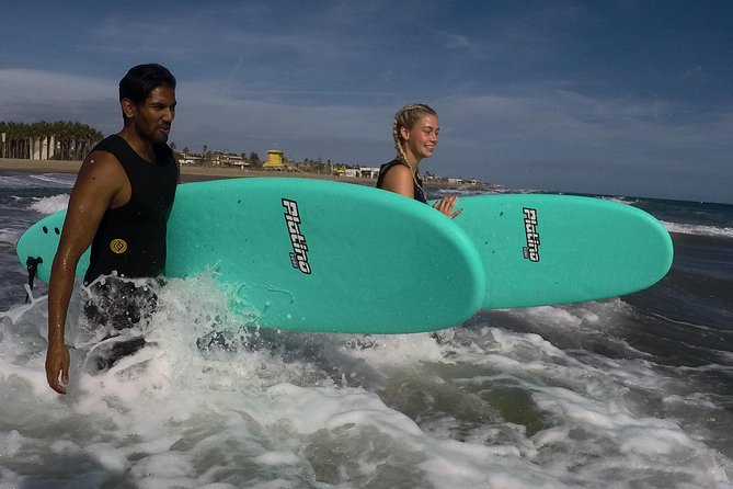 SURF RENTAL: With local guide and transportation to best surf spot
