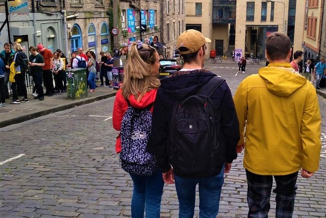 Walking Tours of Edinburgh City. Private and bespoke with a tartan clad guide.