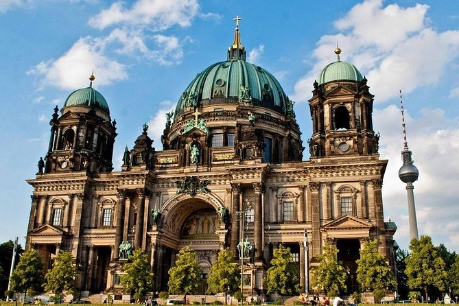 Private Shore Excursion: All-Highlights of Berlin (private round-trip transfer)