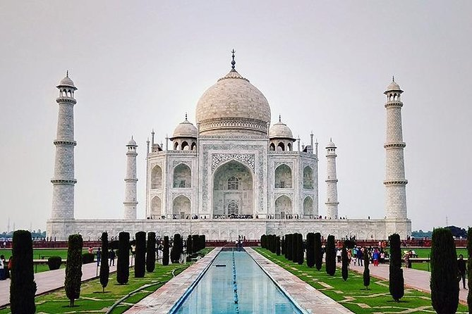 Delhi-Agra-Delhi one day trip with private AC sedan car photo 1