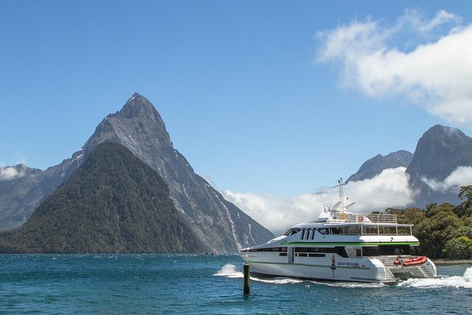 Small-Group Milford Sound Day Trip and Cruise from Te Anau
