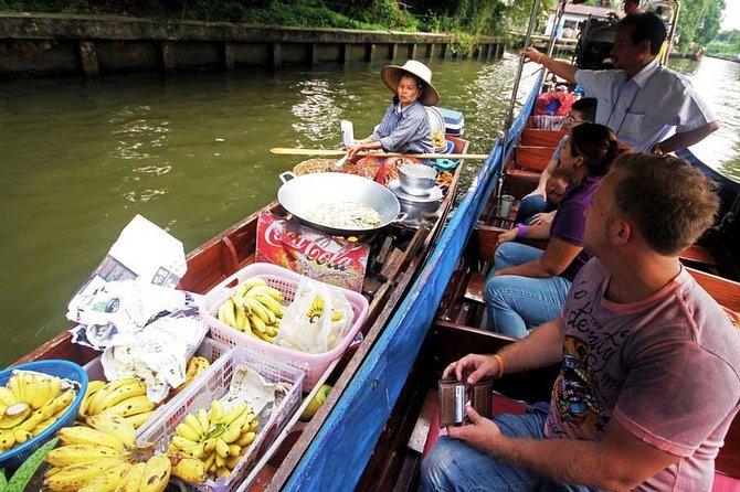 Cruise met een longtailboot door het water van Bangkok met een optionele tempeltour