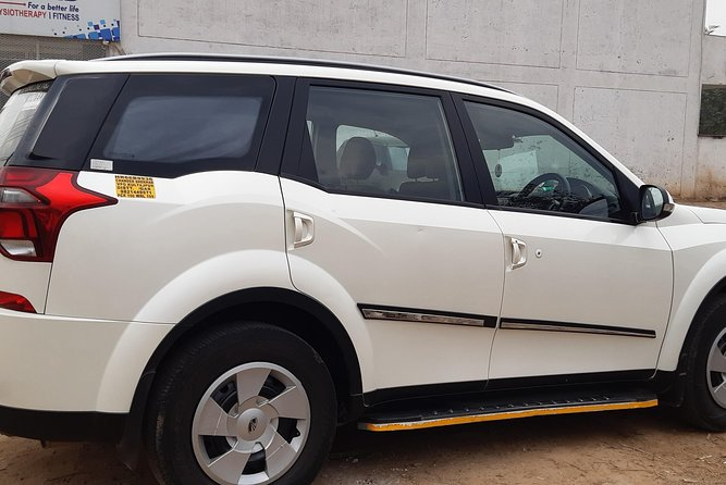 Taxi service , tours car rental in Gurgaon delhi