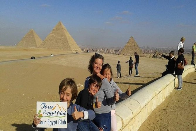8-Hour Private Tour of the Pyramids,Sphinx, Egyptian Museum , Sakkara with Lunch