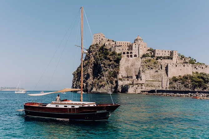 Tour of the island of Procida in a schooner