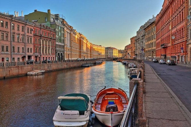 St Petersburg in 2 Days: Private Tour with Traditional Meals