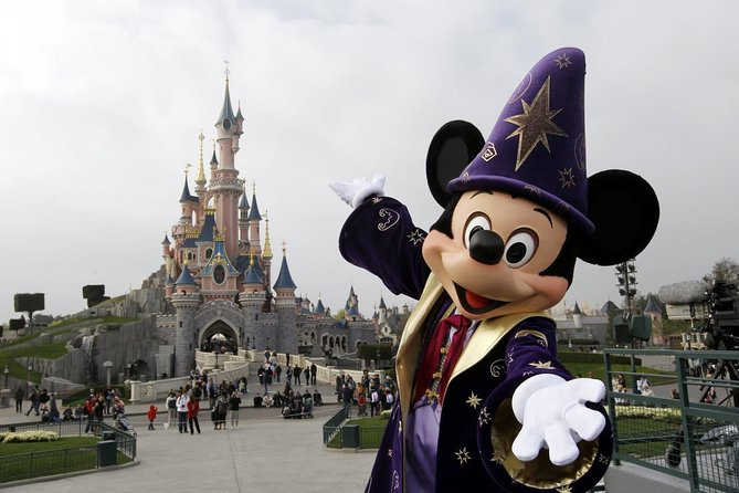 DISNEYLAND PARIS PACK: 1 Day, 1 Park. Entrance tickets + return transfer