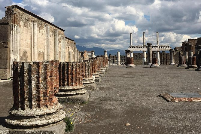 From Naples: Private tour of Pompeii, wine tasting & lunch