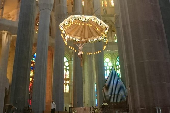 Skip the Line Sagrada Familia and La Pedrera Full Day Private Tour photo 7