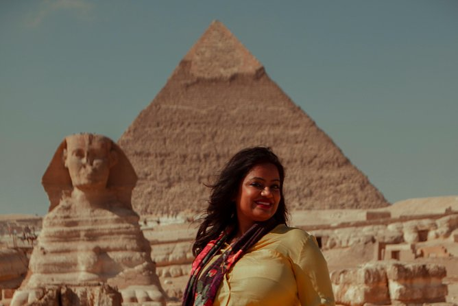 Layover Day Tour of Giza Pyramids, Cairo, Egyptian Museum and Bazaar from Cairo Airport