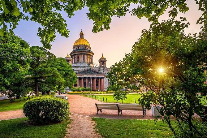 Your Unforgettable Adventure in Saint-Petersburg-Vodka Museum and Canal Cruise