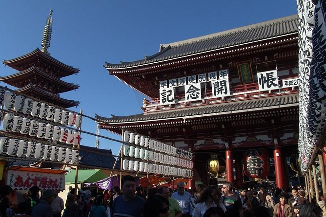 Asakusa walking tour with practical information about Japanese manners photo 6