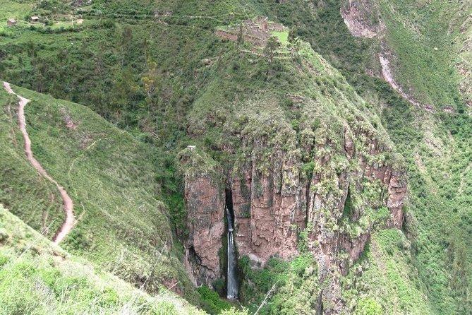 Perolniyoc Waterfall