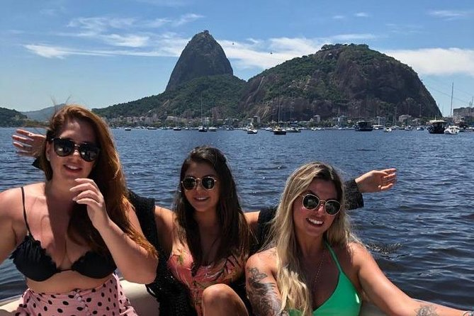Sail the sea of Rio de Janeiro aboard a speedboat