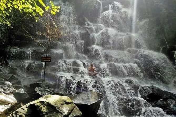 Full Day Tour at Lempuyang Temple , Waterfall, and Ubud Art Market