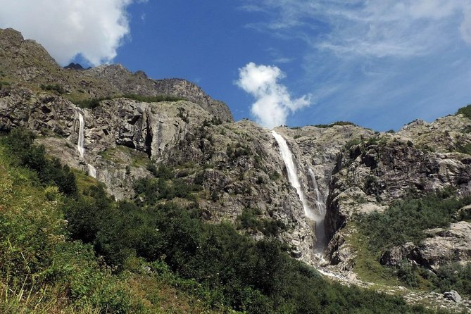 Shdugra waterfall hiking