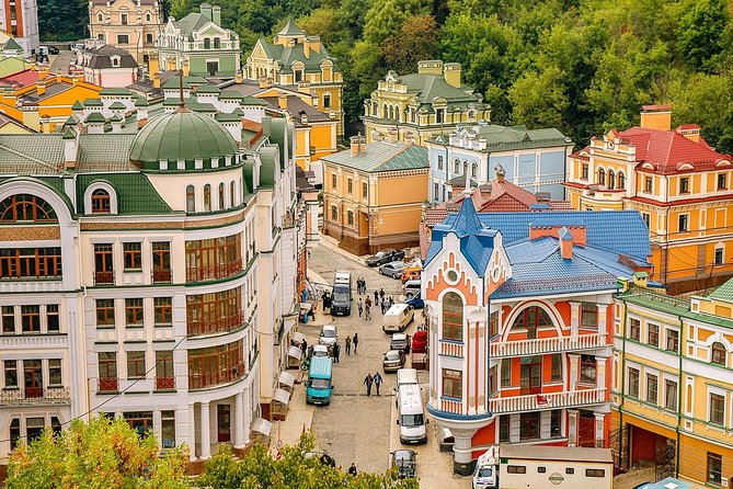 Small-Group Walking Tour Architecture of Kiev with a Local