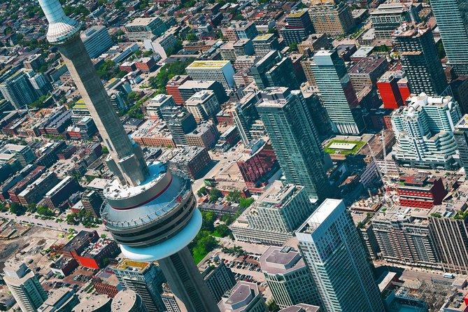 Private Airport Transfer: Toronto to Toronto Pearson International Airport (YYZ)