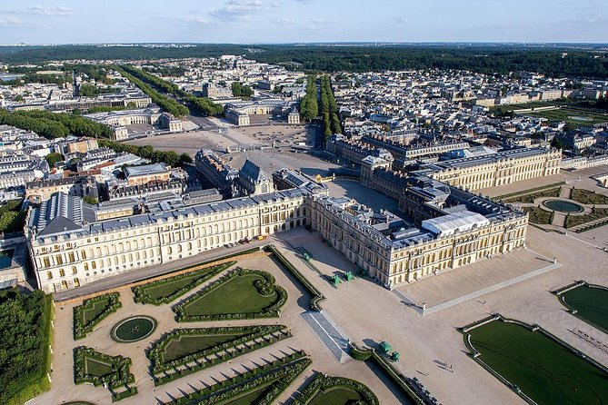Private transfer between Paris and the Chateau de Versailles
