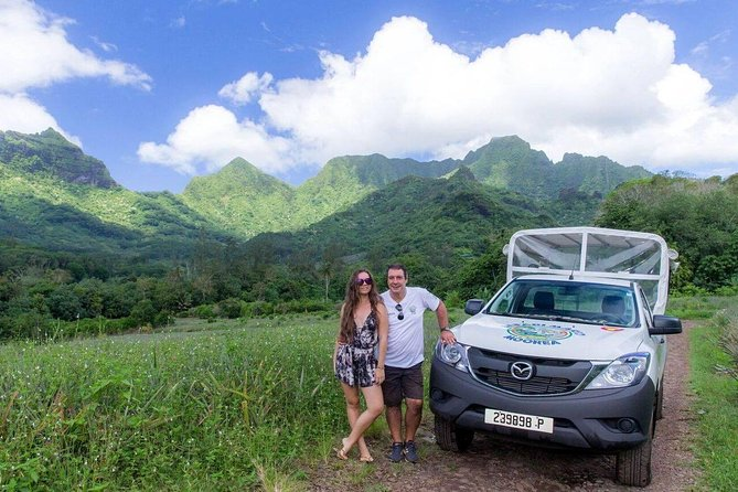 Private Morning Moorea 4WD Tour with Champagne