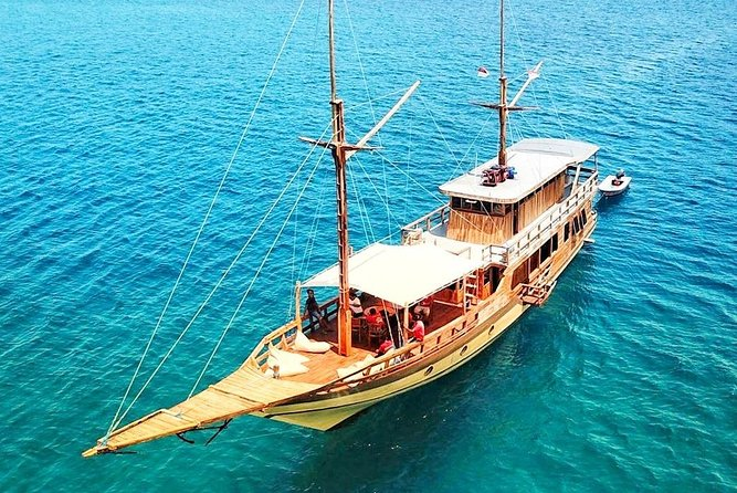 Komodo Private Tour 3D2N for 8 Persons