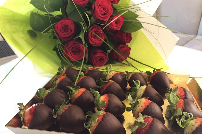 Paris roses and strawberries coated with chocolate delivery