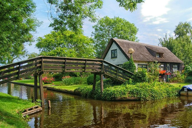 Private Giethoorn Tour: the most romantic town in the Netherlands