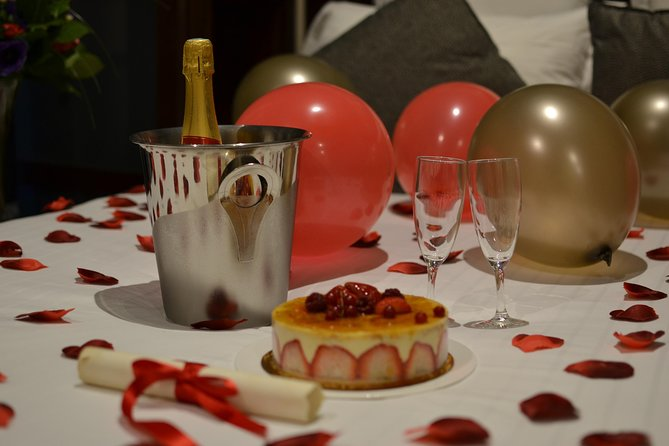 Paris romantic Anniversary hotel delivery
