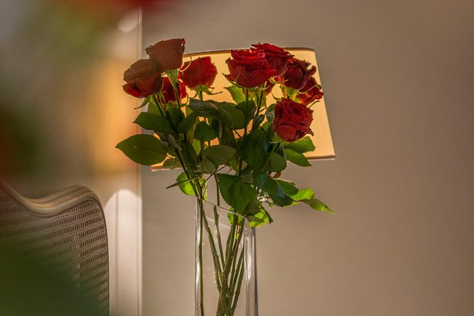 Paris red roses hotel delivery - PER 10 ROSES.