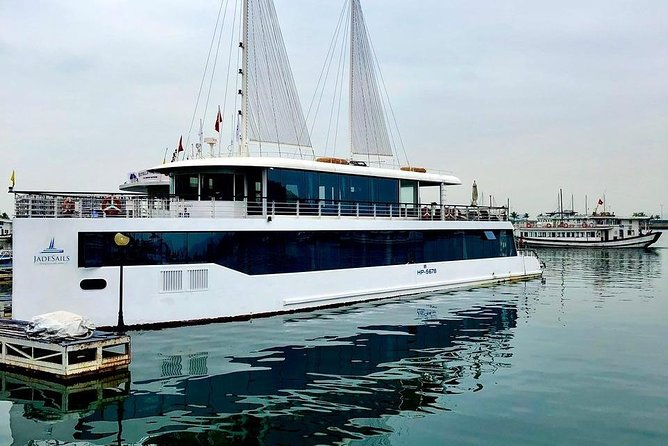 Jade Sail Cruise Full Day Tour With Limousine On Highway