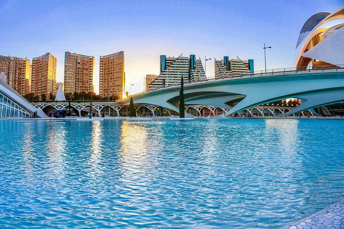 2 hour Valencia Photography Sightseeing Walking Tour with Local Expert!