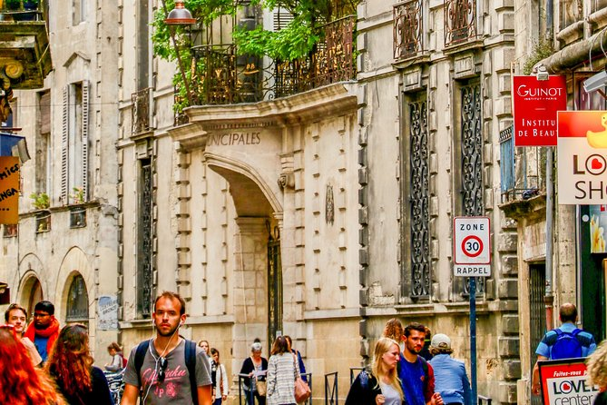 Discover Bordeaux in 60 Minutes with a Local