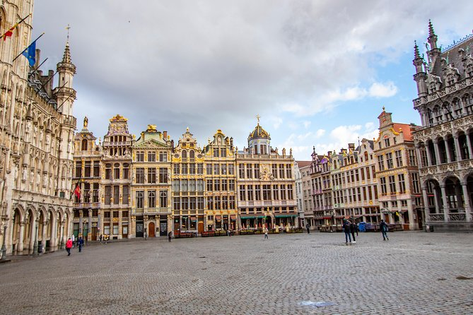 Architectural Walk of Brussels with a Local