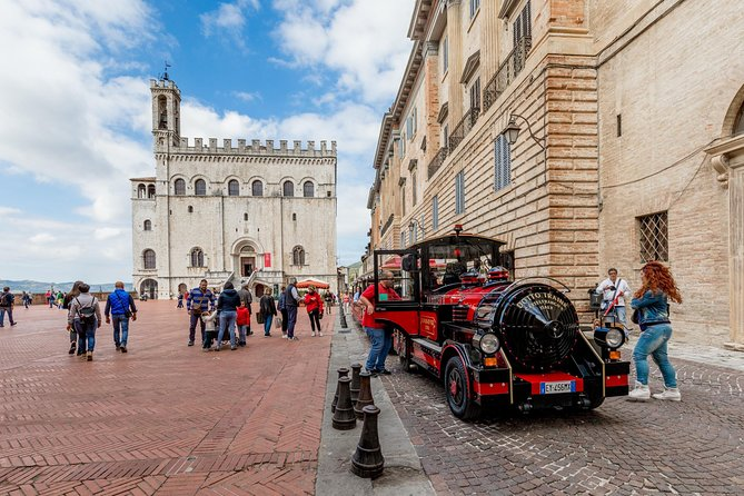 Tour of the city of Gubbio on board a TOURIST TRAIN
