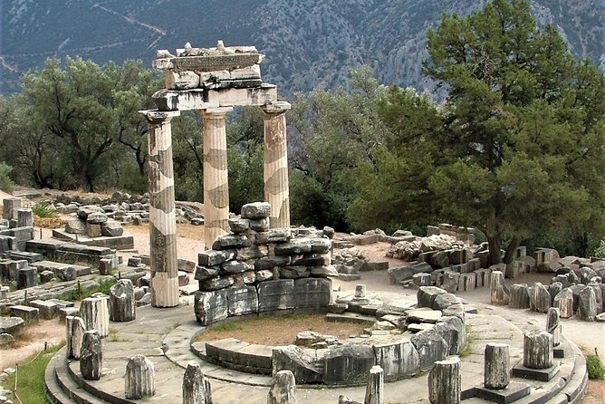 2-Days Delphi and Meteora Private Tour from Athens by Luxury Minivan