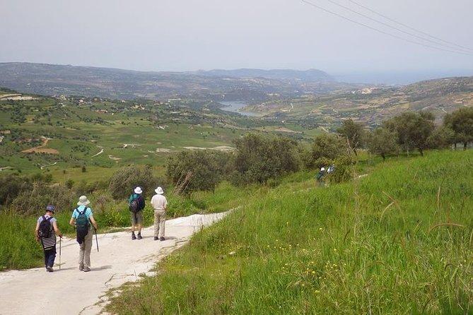 The route goes through Evretou Valley