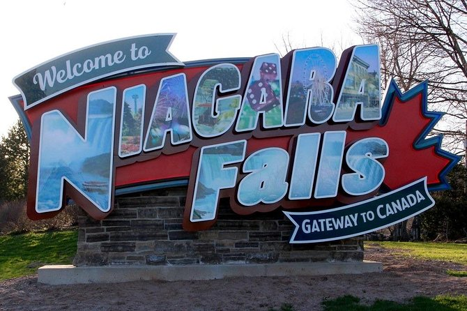 Private Transfer: Niagara Int'l Airport (IAG) USA to Niagara Falls, ON