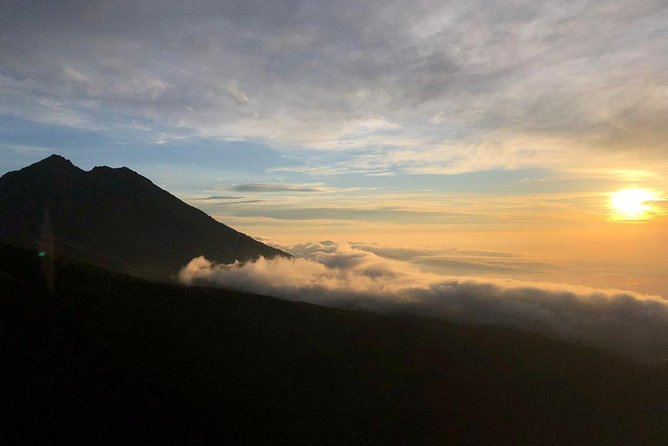 Trekking Rinjani to Crater Rim Tetebatu 3.200m photo 3