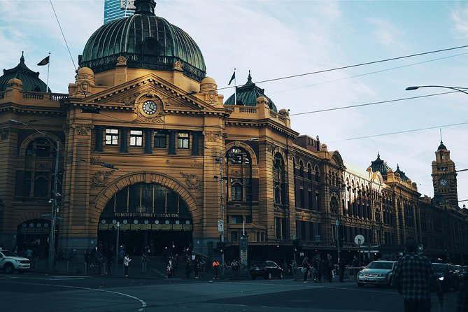 Private Airport Transfer: from Melbourne to Melbourne Essendon Airport (MEB)
