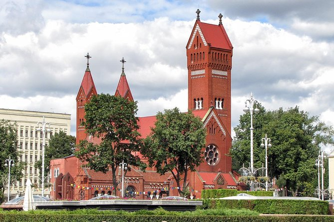 Guided Minsk sightseeing tour + Museum Dudutki in the Belarusian countryside