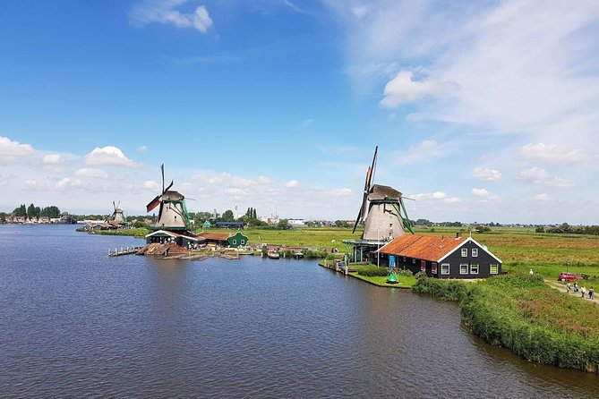 Private Marken, Volendam & Zaanse Schans Tour: windmills, cheese, clogs and more