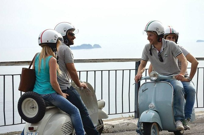 Private Sightseeing Tour in Naples by Vespa