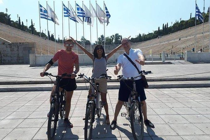 Mezedaki tasting and cycling tour on a eBike in Athens