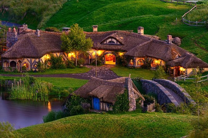 Waitomo Glowworm Caves & Hobbiton Movie Set small group tour from Auckland