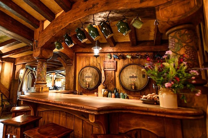 Hobbiton & Rotorua Small Group Tour incl Te Puia, Hangi Buffet Lunch & Concert