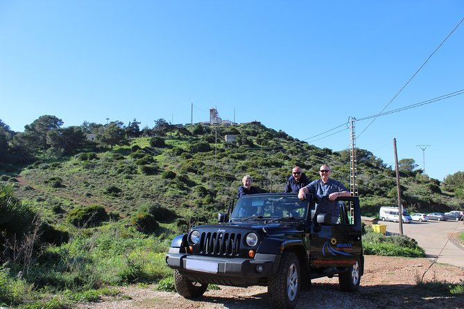 "Stunning Jeep Wrangler ""The Rockstar Tour"" (4 Hours - Min of 4 Passengers) photo 8"