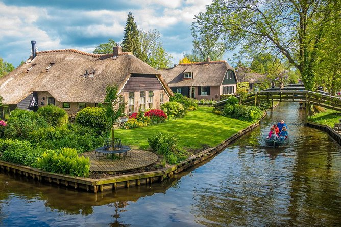 """Giethoorn & Tulips & Windmills & Amsterdam Castle & CheeseFarm"" Private Tour"