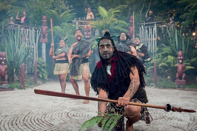 Hobbiton, Waitomo, Rotorua & Taupo 2-Day Small Group Tour from Auckland