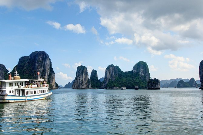 Halong Bay Full Day Tour with Kayaking and Seafood Lunch from Hanoi